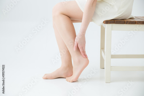 Fotografia 足首を気にする女性