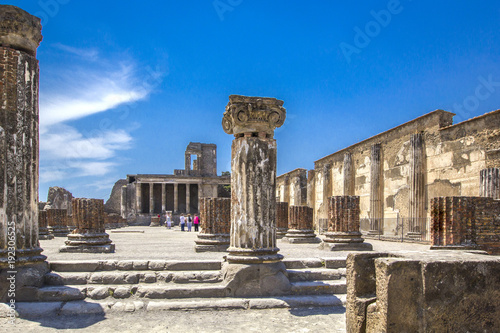 Canvas Print Ancient ruins in Pompeii -Thermopolium of archaeological remains of Via della Abbondanza street, Naples, Italy
