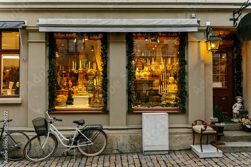 Photo Vintage shop display windowin Gothenburg, Sweden