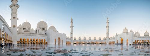 Canvas Print Abu Dhabi, UAE, 04 January 2018, Sheikh Zayed Grand Mosque in the Abu Dhabi, Uni