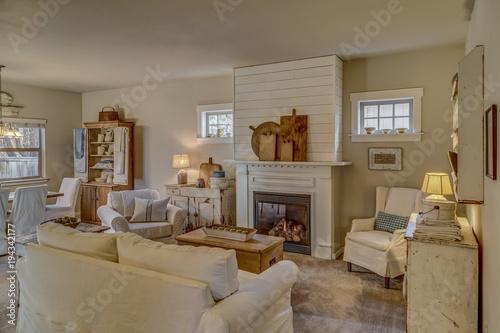 Fotografia Vintage farmhouse decor in living room