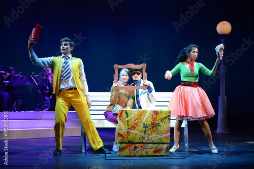 Fotografia Young actors and Actresses dance on the stage of the theater