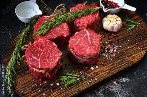 Carta da parati raw fillet Mignon steaks