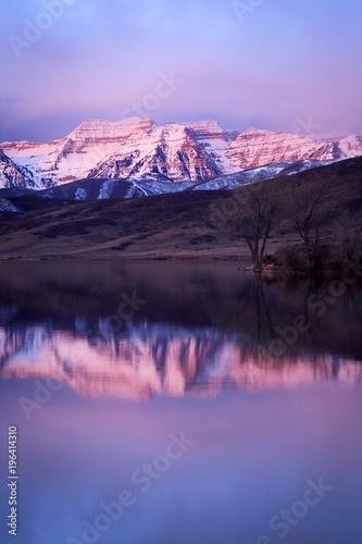 Naklejki na meble Rozmyta góra w wodnym odbiciu
