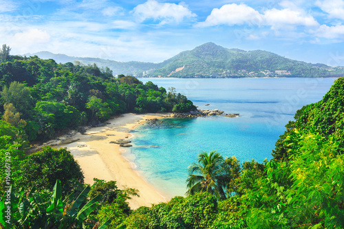 Fotografia Picturesque view of Andaman sea in Phuket island, Thailand