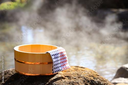 Fototapeta premium Ryokan kąpiel na świeżym powietrzu-onsen