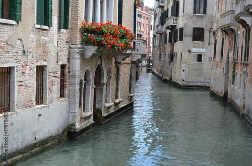 Wyludnione kanały w Wenecji