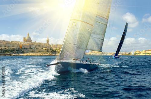 Fotografía Sailing yachts and sun rays. Sailing. Yachting