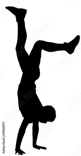 Valokuva Young man doing cartwheel