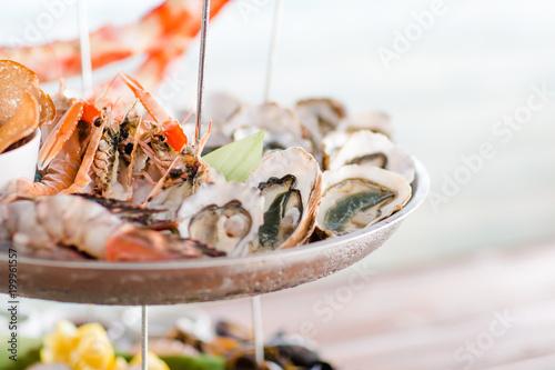 Huitres sur plateau de fruits de mer