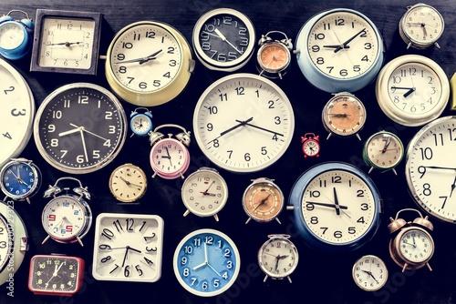 Obraz na płótnie Punktualne narzędzie analogowego zegara retro