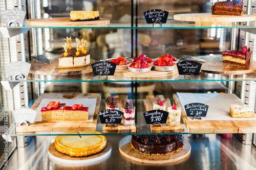 Carta da parati Pastry shop glass display