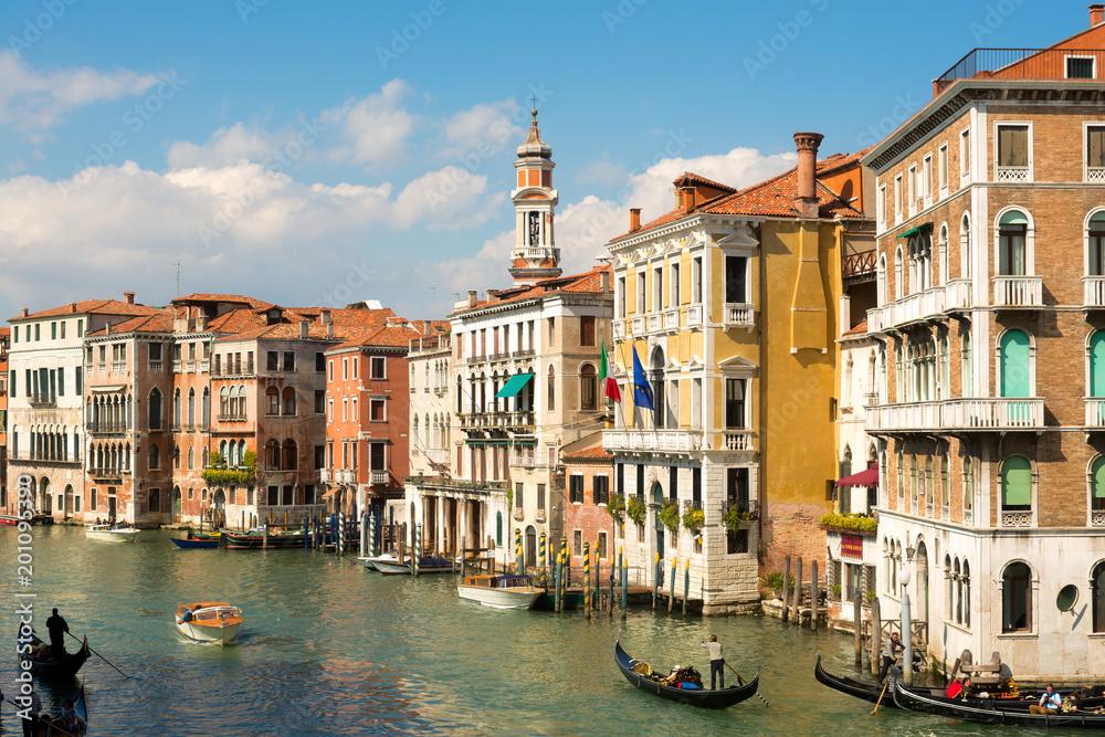 Historyczni budynki mieszkalni na kanał grande, Wenecja <span>plik: #201095390 | autor: Yury</span>