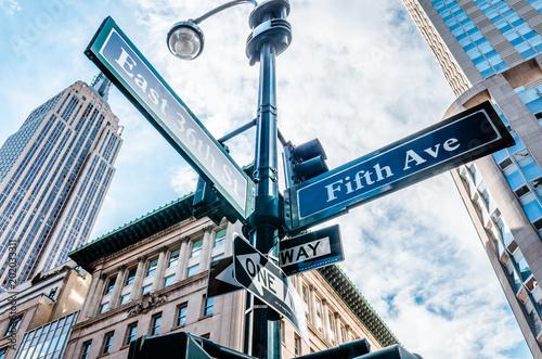 Fotografija 5th Avenue (Ave) Sign, New York NYC