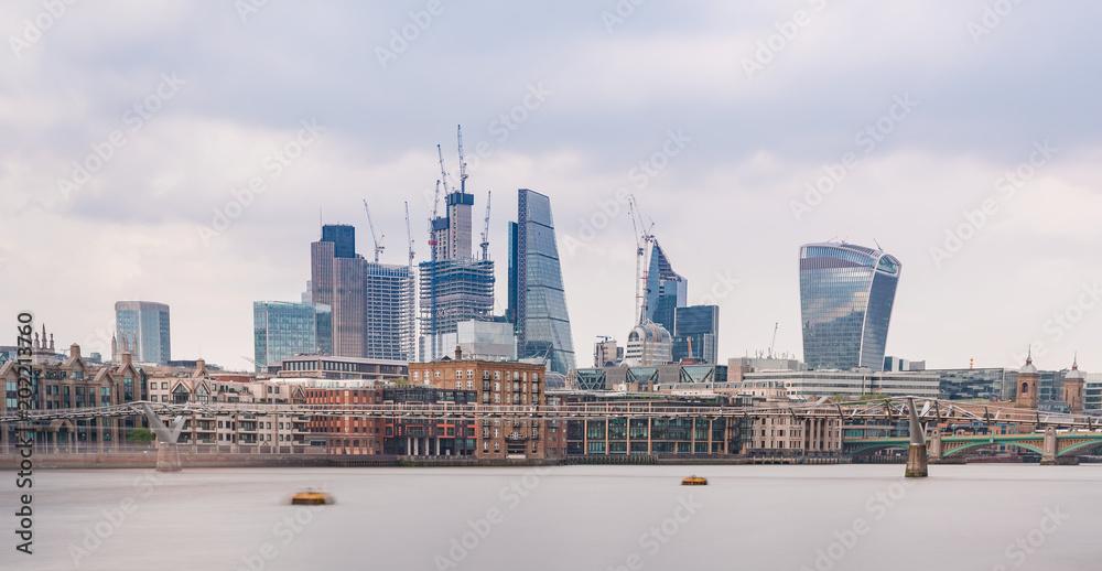 Londyński miasto na słonecznym dniu <span>plik: #202213760   autor: Agota Kadar</span>