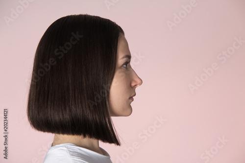 Cuadros en Lienzo Girl with blunt bob hairstyle