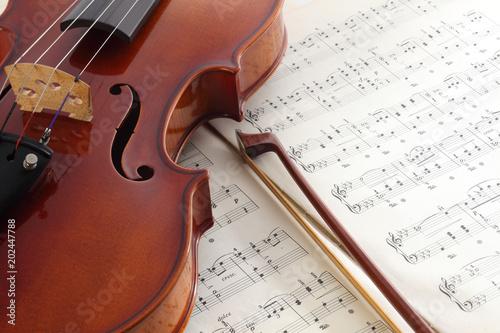 楽譜とヴァイオリン