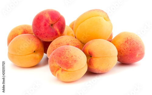 Fotografía A bunch of apricot fruit isolated on white background cutout
