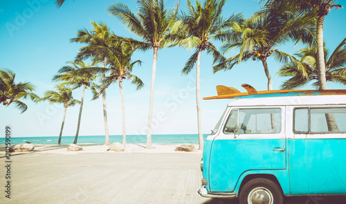 Canvas Print vintage car parked on the tropical beach (seaside) with a surfboard on the roof - Leisure trip in the summer