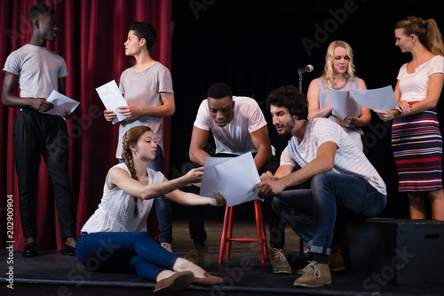 Canvas Print Actors reading their scripts on stage