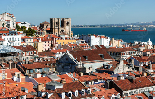 Photo Arial view on red roofs at Lisabon, Portugal
