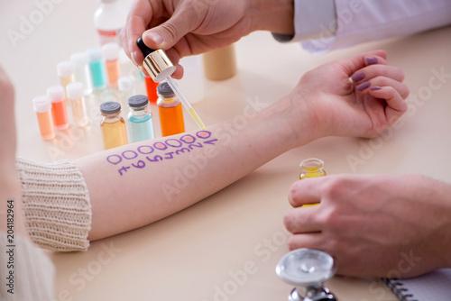 Cuadros en Lienzo Doctor testing allergy reaction of patient in hospital