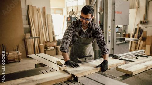 Cuadros en Lienzo Carpenter working with circular saw at carpentry workshop
