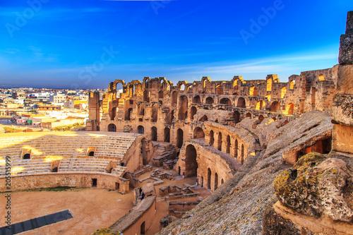Fotografía The ruins of the amphitheater in El Jeme, Tunisia.