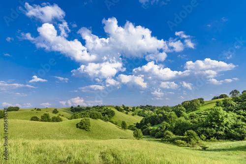 Fotografia Beautiful green hills with cloudscape and blue sky