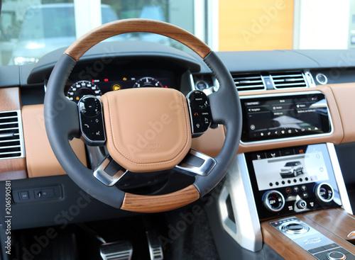 Платно Lenkrad im Luxus SUV