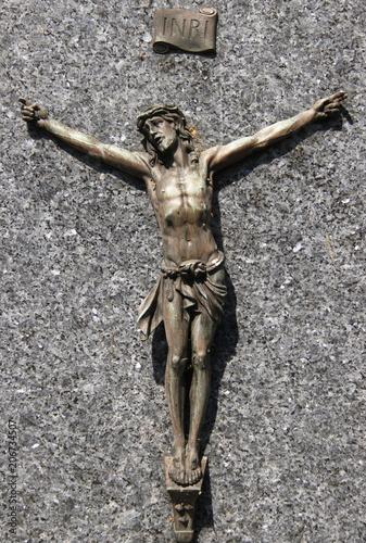Photo Christ sur la croix, tombe du cimetière de Passy à Paris