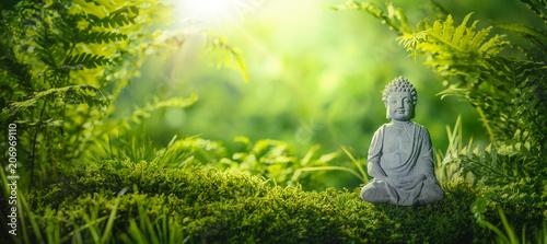 Foto Buddha statu in natural background