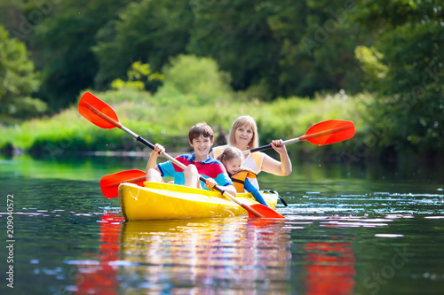 Fotografia Child on kayak. Kids on canoe. Summer camping.
