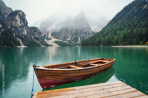 Tableau sur Toile Lake in the mountain valley in the Italy