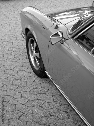 Canvas Print Sportwagen Klassiker der Sechzigerjahre und Siebzigerjahre auf grauem Verbundpfl