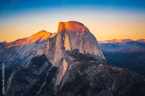 Canvas Print Sunset View of Half Dome from  Glacier Point in Yosemite National Park