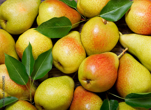 fresh pears with leaves, top view