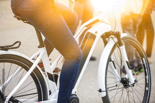 Zamyka up bateria paczka nowożytny elektryczny bicykl