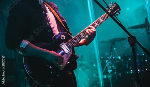 Fotografia Solo on electric guitar in cyan lights