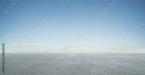Foto Empty asphalt floor with blue sky .
