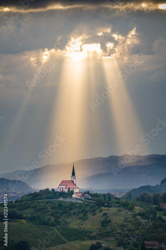 Cuadros en Lienzo Sun rays shining down on a Church