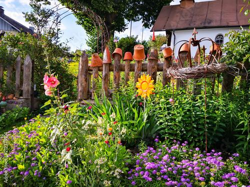 Romantischer Bauerngarten in Bayern Fototapeta