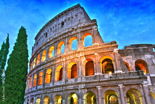 Fotografía The Colosseum or Coliseum in the city of Rome, Italy.