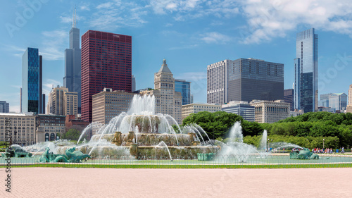 Photo Chicago skyline panorama with skyscrapers and Buckingham fountain at summer sunny day, Chicago, Illinois, USA