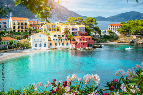 Fototapeta Turquoise colored bay in Mediterranean sea with beautiful colorful houses in Ass
