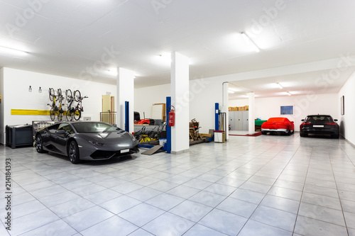 Photo Garage with luxury sports cars
