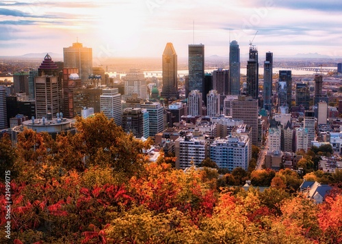 Montreal sunrise with colourful leaves Fototapet
