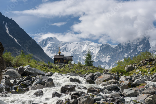 Fotografie, Tablou The chapel is high in the Altai mountains at the foot of the Belukha mountain