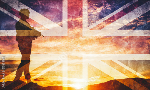 Foto Armed soldier with rifle and British flag