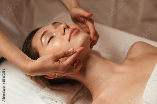 Photographie Young woman getting spa treatment